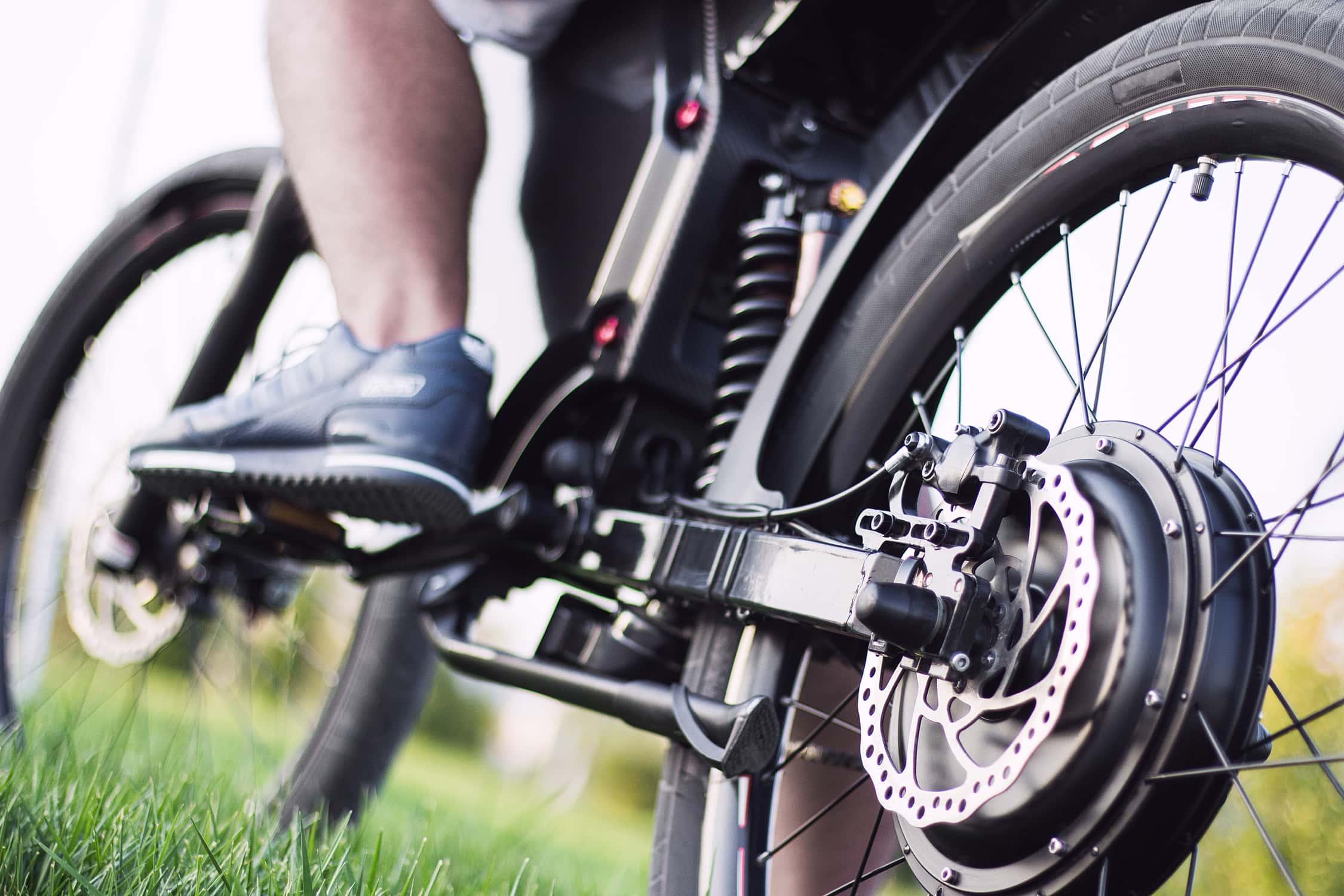 Nahaufnahme eines E-Bikes. Wie funktioniert ein E-Bike?