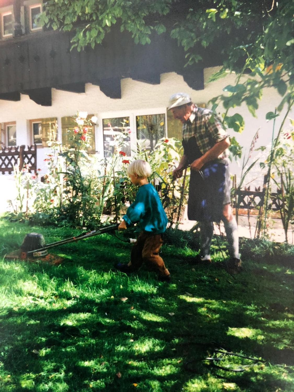 Malwin Haas als Kind mit Opa