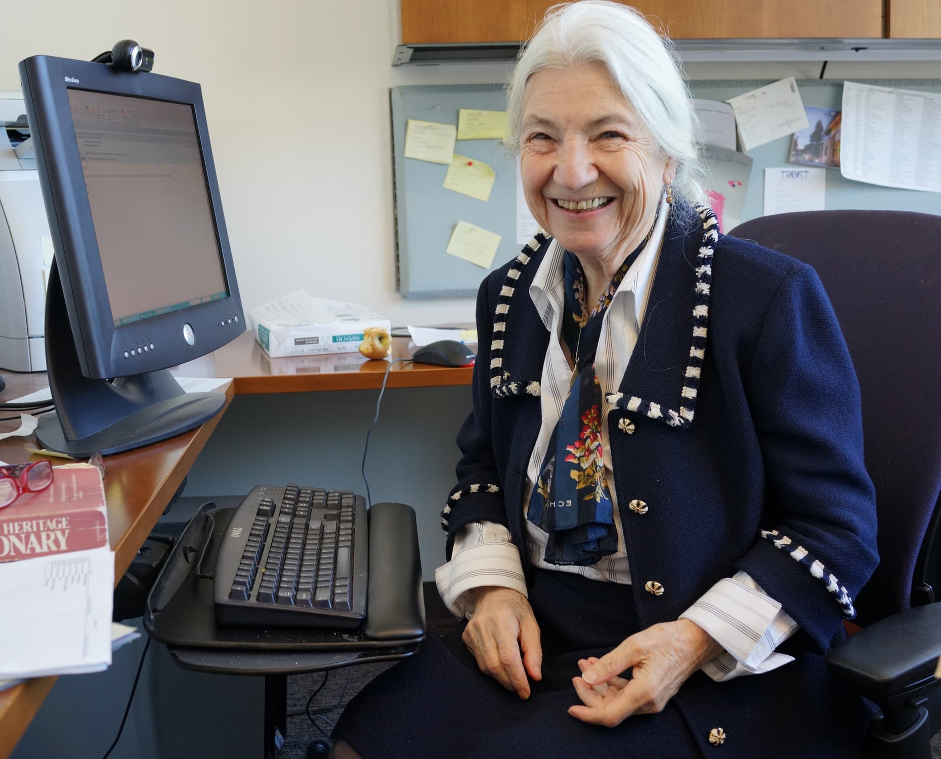 Fotografie von Ruzena Bajcsy in ihrem Büro an der University of California, Berkeley
