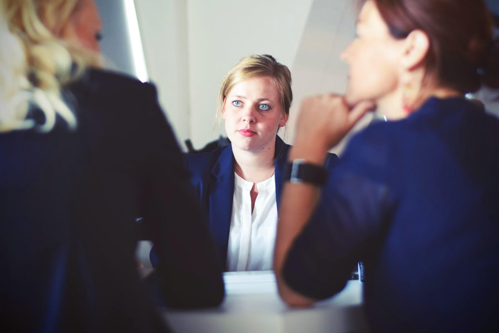 Bewerbungsgespräch einer jungen Frau