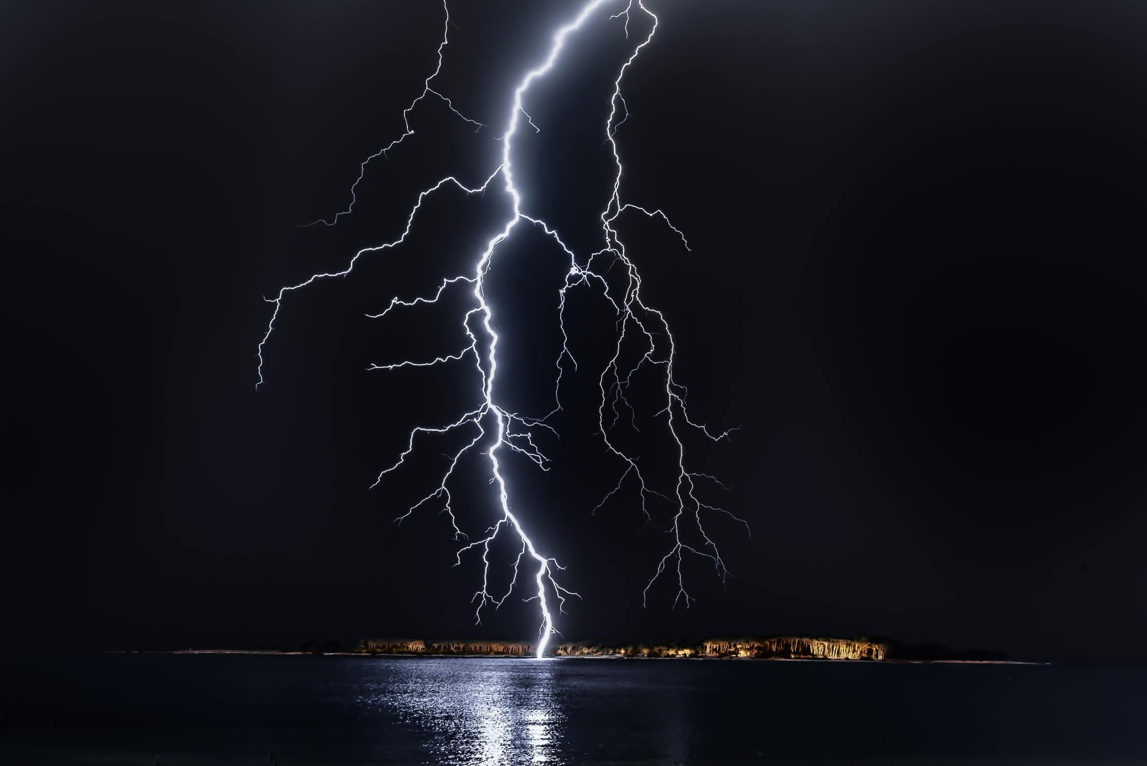 Blitz schlägt in See ein